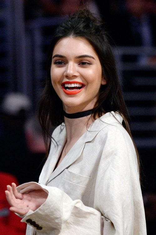 Kendall-Jenner-4-Choker-Miss-Vogue-5April16-Getty_b